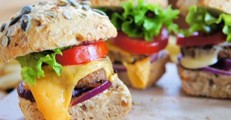 17.08.2021_E se o hambúrguer que você come fosse feito de proteínas alternativas.jpg